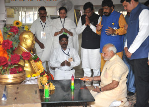 The Prime Minister, Shri Narendra Modi paying respects to Dr. Babasaheb Ambedkar, at Chaitya Bhoomi, in Mumbai on October 11, 2015. The Chief Minister of Maharashtra, Shri Devendra Fadnavis and other dignitaries are also seen.